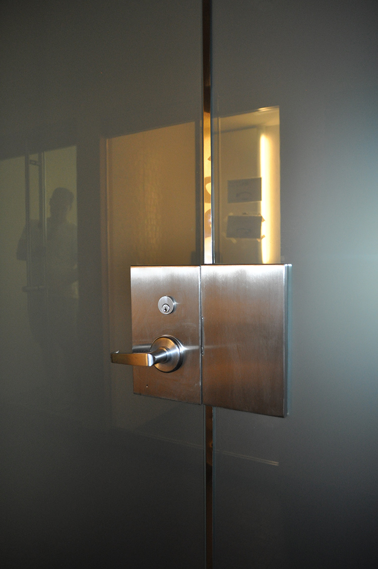 PrivacyVue® Switchable Glass Patch Lock