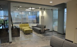 All-glass manual sliding doors - Coral Gables office